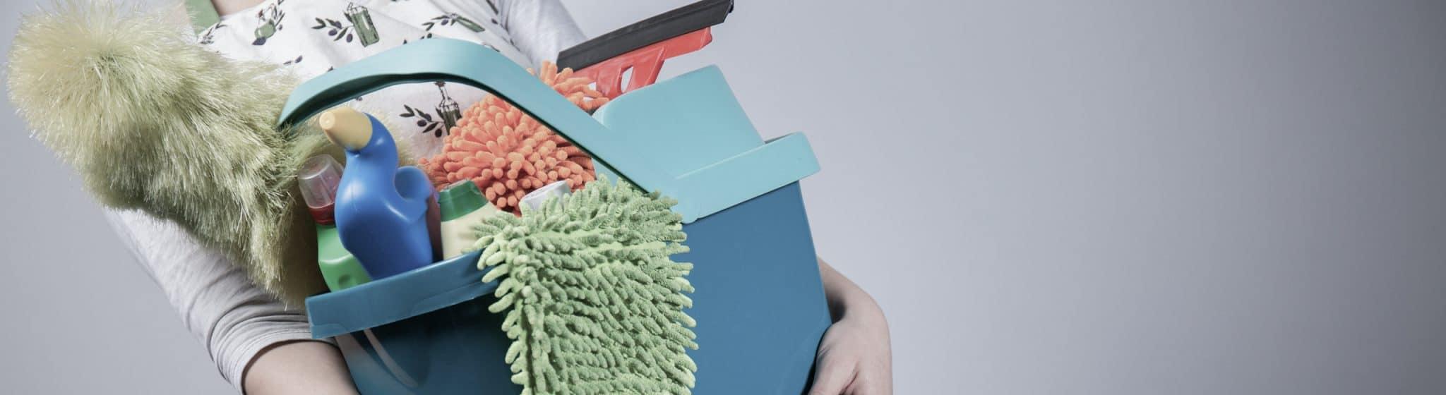 Vaskespand med rengøringsmidler